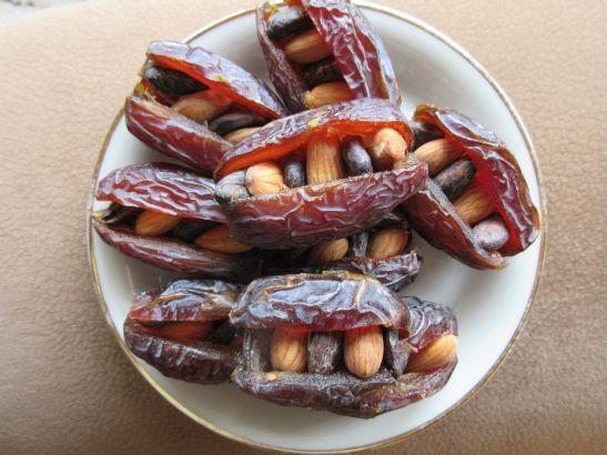 gefüllte Datteln mit Kakao und Datteln