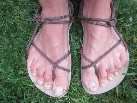 Huaraches Sandalen mit braunen Schnüren