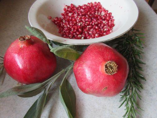 Granatapfelkerne geschält