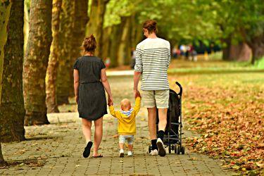 Eltern mit Kindern
